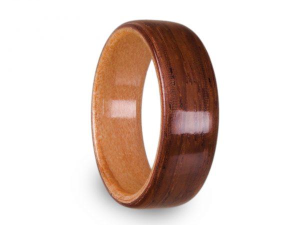 Holzring aus Teak und Zeder